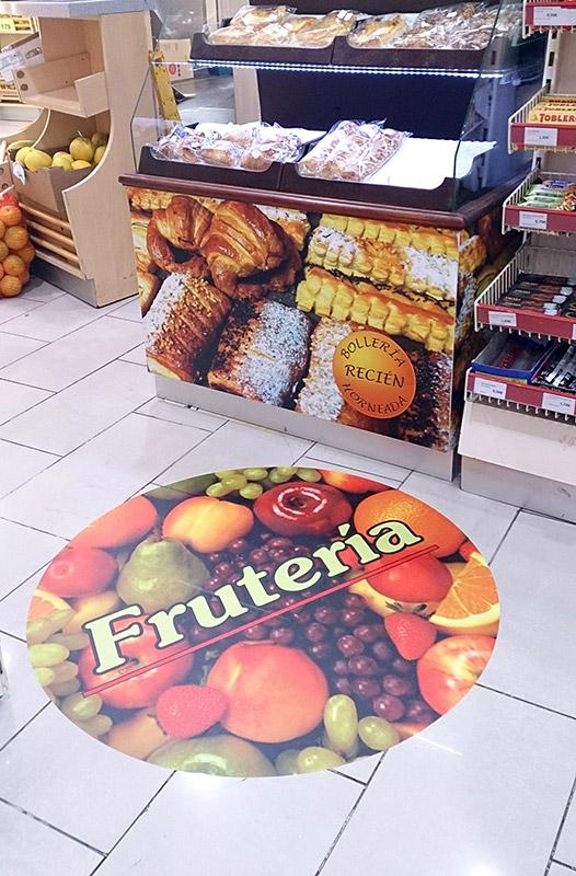 Panadería: Rotulación de mostrador con vinilo y vinilo laminado suelo